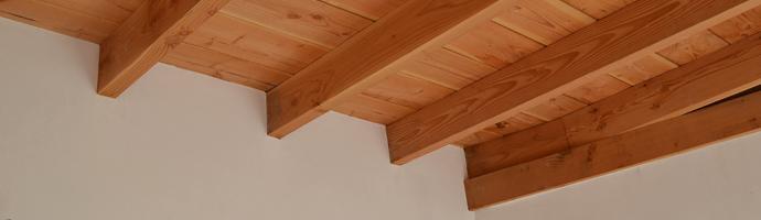 Stucadoor balkenplafond
